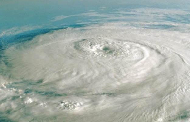 Cyclone VAYU Live Update- कभी भी दे सकता सकता है दस्तक
